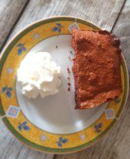 gâteau au chocolat et amandes fini dans l'assiette